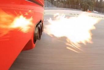 Lángszóró Ferrari kipufogó