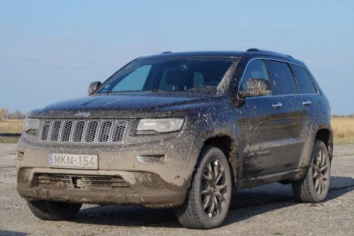 Land Rover, Range Rover és Jeep: ez a három márka kínál hitelesen valódi terepjáró képességet a luxusautó mellé. Na jó, a Landcruiser V8-cal a Toyota is, de egy Toyotáról nehéz elhinni, hogy luxusautó