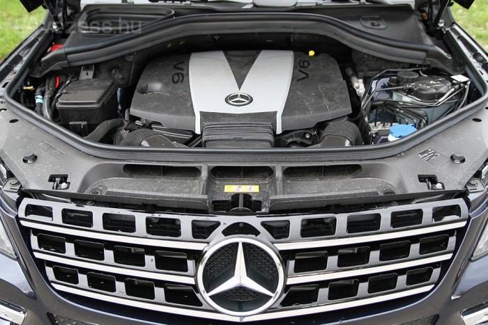 """""""Szintén EU-6-os az ML 350 BlueTEC átdolgozott 3,0-literes V6-osa, amely növelt menetteljesítmények mellett fogyaszt jóval kevesebbet."""""""