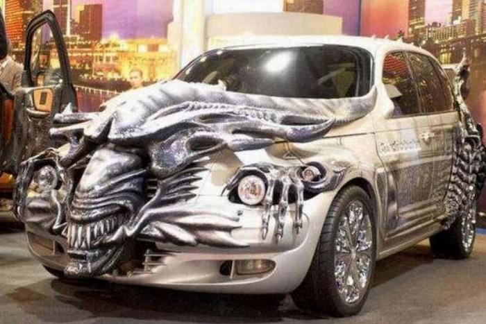 """A Chrysler PT Cruiser a """"Halál a Ragadozó ellen"""" film mintájára készült. (Alien vs. Predator)"""