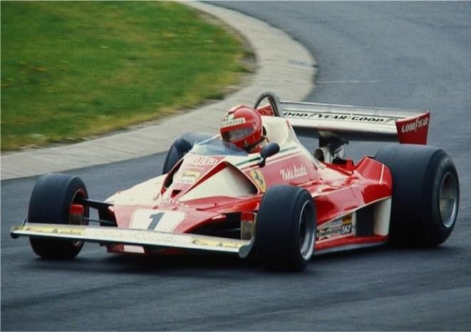 Niki Lauda Ferrari 312T2 versenyautója 1976-ból. A korszak egyik legsikeresebb konstrukciója volt.