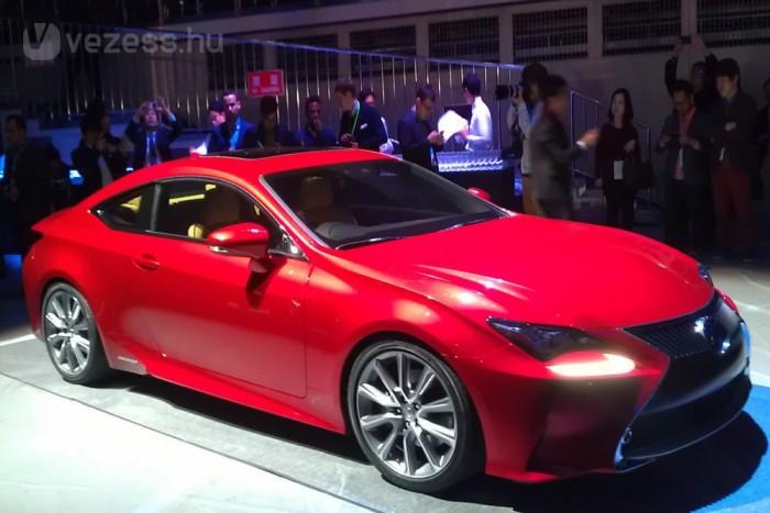 A Lexus RC-t és az LF-NX tanulmány 2 literes turbós benzinmotoros változatát láttuk a Lexus Welcome in Tokyo sajtófogadásán.
