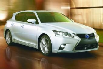 Csinosabb, finomabb lesz a legkisebb Lexus