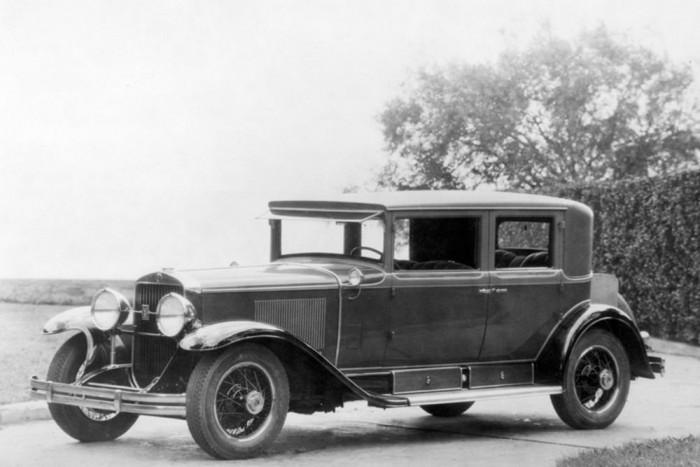 A Pearl Harbor-i támadást követően a titkosszolgálat már másnap, 1941. december 8-án egy páncélozott 1928-as Cadillac 341A Town Sedan-t biztosított Franklin D. Rooseveltnek Az automobil korábban a legrettegettebb gengszter, Al Capone tulajdonában volt amíg a pénzügyminisztérium le nem foglalta.
