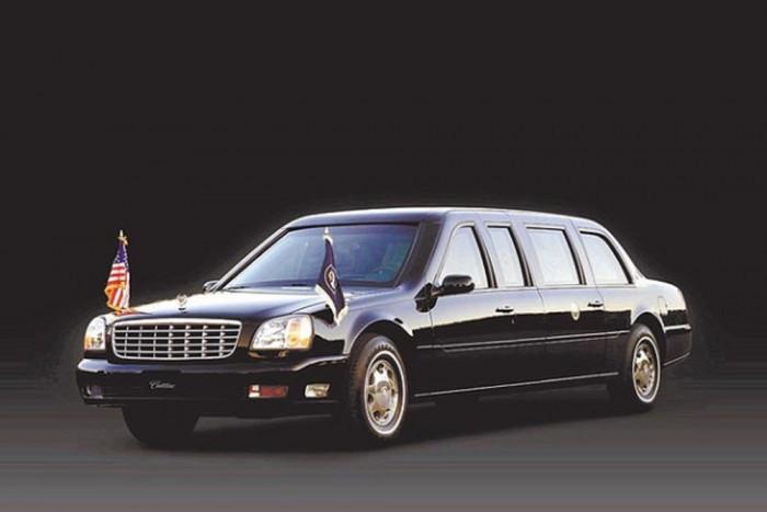 A Clinton-kormányzat (1993-2001) Cadillac Fleetwood Brougham után, George W. Bush (2001-2009) elnök a Cadillac 2001-es modelljét, a DeVille-t használta. A hátsókerék-hajtású limó 6350 kilogrammot nyom, ami jóval több volt, mint elődjeinek tömegét. Természetesen ugyan úgy páncélozott és mindenféle biztonsági berendezéssel ellátott modellről van szó.
