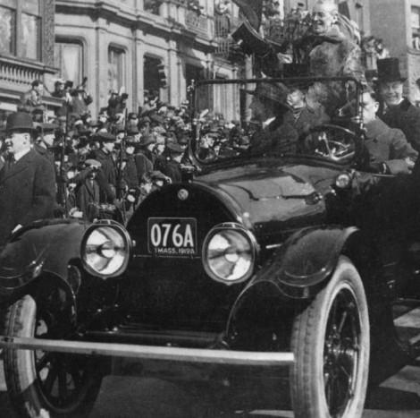 Woodrow Wilson elnök (1913-1921) is jobban kedvelte a gépkocsikat, mint lovashintót. Ő volt az első állami vezető, aki az első világháború végén egy Cadillacben ünnepelhetett Boston utcáin.