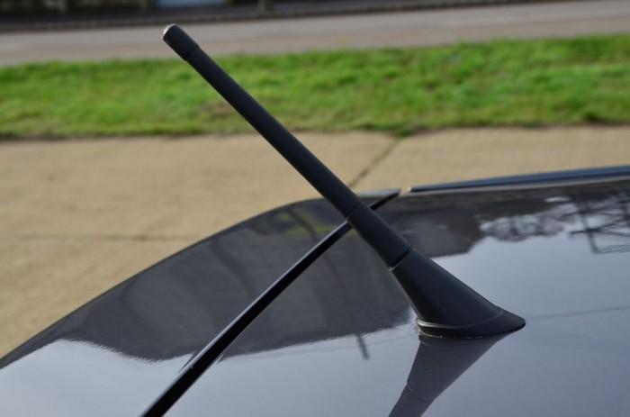Íme az univerzális antenna-egység, amiből a gyári 60 000 forint lett volna.