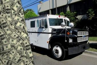 Ötvenmillió esett ki egy pénzszállító kocsiból