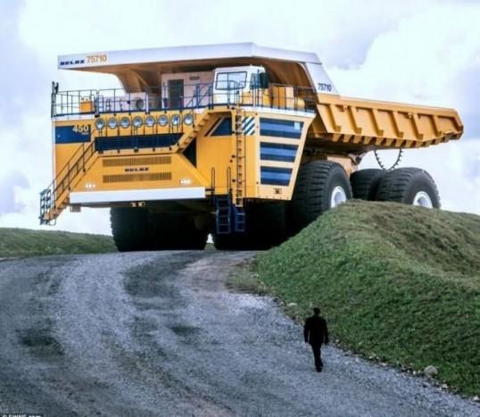 Belaz 75710 - Bár a Libebherr a használatban lévő billencs tehergép, trónfosztása holtbiztos, a fehérorosz Belaznak köszönhetően. Az eddig egy darabban legyártott típus teherbíró képessége 450 tonna, össztömege pedig elérheti a 810 tonnát. Az új rekorder mozgatásáért két 16 hengeres, egyenként 2300 lóerős dízelmotor felel, amelyek az 5600 literes üzemanyagtankból habzsolják a gázolajat. A teszt Szibériában, külszíni fejtésen zajlik, így biztos, hogy a Belaz bírni fogja a legkeményebb körülményeket is.