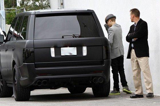 Egy ehhez hasonló (vagy pont ez a) Range Rover lehetett az a jármű, amely az édesanya szerint halálra gázolta a fotóst