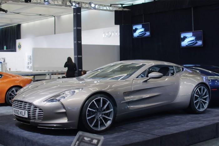 Aston Martin One-77 (77 darab) - A szuperautóból csak 77 darabot gyártottak, amire egyébként a neve is utal. A One-77 alváza könnyű karbonszálból készült, karosszériája pedig kézzel készített alumíniumból lett összerakva. A motor egy 7,3 literes V12-es szívómotor, amely 750 lóerős. Az Aston Martin azt állítja, hogy amikor megjelent a One-77 ez volt a világ legerősebb szívómotorral rendelkező sorozatgyártású autója. 2009-től 2012-ig mind a 77 darab gazdára talált, amiknek az ára egyenként nagyjából 1,2 millió font volt (432 millió forint).