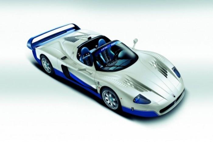 Maserati MC12 (55 darab) - A Ferrrai Enzo árnyékából nem tudott kilépni az autó, hiába kapta meg az olasz paripa teljes műszaki hátterét, az alváztól a 6,0 literes V12-es motorig. Ez lehetett volna a Maserati nagy visszatérése a motorsportok világába, de mégsem sikerült beváltania a hozzá fűzött reményeket a 630 lóerős modellnek. 2004 és 2005 között gyártották le az 55 darabot, ami akkor 560 000 fontot ért (201 millió forint).