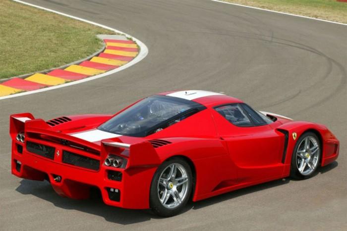 Ferrari FXX (30 darab) - A Ferrari FXX az utcai Enzo Ferrarin alapul, azonban ez egy versenyváltozat. A fejlesztést 2005-ben kezdték meg, és 2007-ben fejezték be. A motorháztető alatt egy 6262 köbcentis V12-es benzinmotor található, teljesítménye 800 lóerő, ami messze meghaladja az utcai verzió képességét (660 LE). Egyik különlegesség, hogy a visszapillantó tükröket kamerákra cserélték. Ebből a változatból 29 darabot értékesítettek, de csak a gyár által meghívottak vásárolhattak FXX-et. A szerencsés tulajdonosok szinte tesztpilótává váltak, használhatják a maranellói versenypályát, és akár a Ferrari garázsában is tárolhatják a kocsijukat. Emellett a gyár szerelői karban is tartják a versenygépeket. Az ára átszámítva 720 millió forint volt.