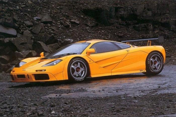McLaren F1 LM (5 darab) - Az autó az 1992 és 1998 között gyártott F1-sorozatának tagja, amely 1994 és 2005 között birtokolta a leggyorsabb szériaautó címet. A háromüléses, BMW motoros szuperautó 1998-ban 386,7 km/órás sebességet ért el. 2008-ban A McLaren főnöke, Ron Dennis ilyen autót igért Lewis Hamiltonnak, ha a pilóta megnyeri a világbajnokságot, és a csapat is megszerzi a konstruktőri címet. Mint azt tudjuk az egyéni bajnoki címet megnyerte Hamilton, de a legtöbb pontot szerző csapat a Ferrari lett, így nem kapta meg Hamilton az autót.
