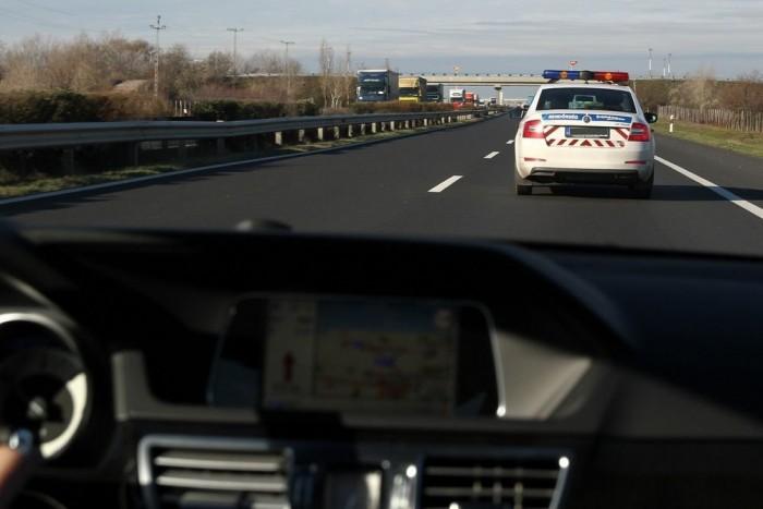 Úton a rendőrségre, tanúvallomást tenni. Az út munkatársunk számára emlékezetes marad, más kérdés, hogy valószínűleg örömmel elfelejtené