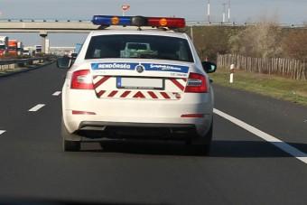 Fegyvert fogtak a Vezess.hu munkatársára az autópályán!