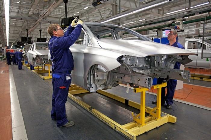Már 3000 dolgozója van a gyárnak