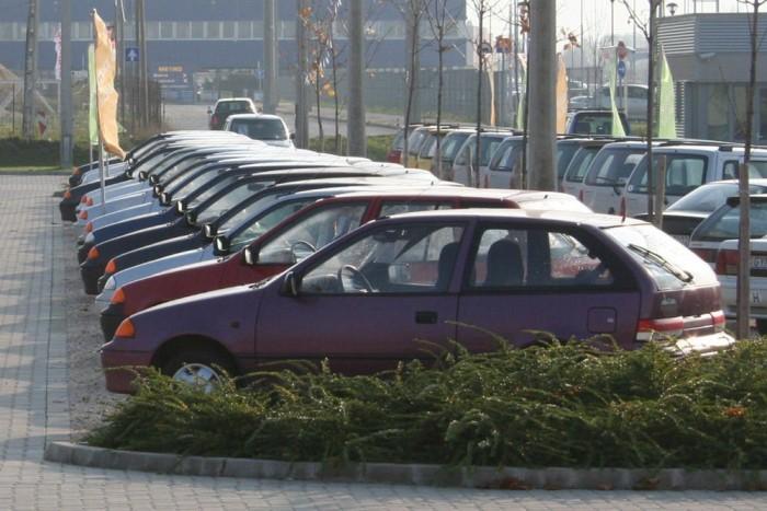 Strapálni nincs jobb autó a régi Swiftnél. De ennél érdekesebb modellek is adódnak 350 000 forint alatt