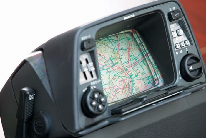 Navigáció - 1981-ben Honda és az Alpine Electronics elkészítette első autós navigációt, az Electro Gyrocatort, aminek még semmi köze nem volt a GPS műholdakhoz. Ahhoz, hogy látni tudja a sofőr merre halad, egy átlátszó térképet kellett a monitor elé feszítenie, amin meg kellett jelölnie, hogy hol áll éppen, és menet közben egy giroszkópos rendszer segítségével mozgott a pont a térképen, figyelembe véve a sebességet és az irányváltásokat. A rendszer rendkívül pontatlan volt így nem igazán terjedt el.