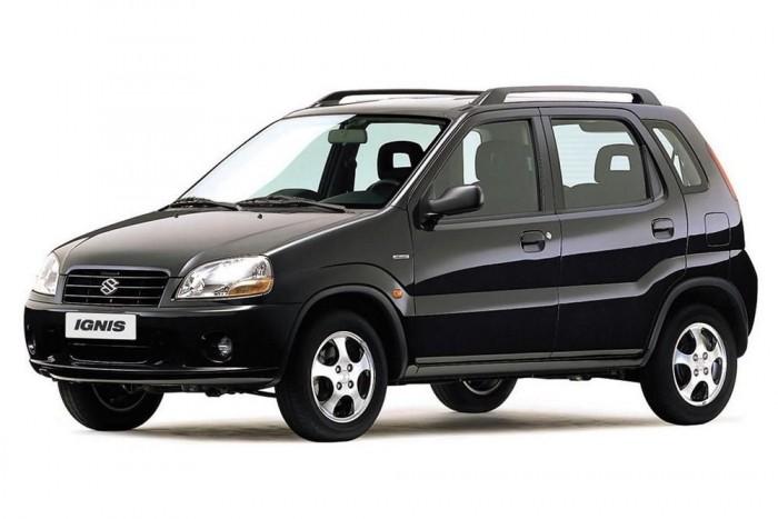 Az őseredeti, japán Ignis, 2000-ből. Ebből készült a Sport verzió is, három ajtóval. A magyar verzió sok mindenben különbözött tőle, nem ugyanez az autó