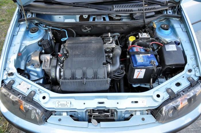 Főként a kiégő hengerfejtömítés okoz problémát a motorokkal. Ez az autó már volt hengerfej-síkoltatáson