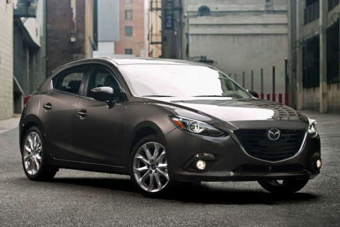 Mazda3 - Az elődjénél tágasabb és merészebb, különösen merev karosszériájú Mazda3 folytatta a SkyActiv forradalmat: a kétliteres benzinmotorok (120, 165 LE) és a kétliteres dízel (150 LE) mellé felsorakozott a másfél literes, 100 lóerős erőforrás, a futómű