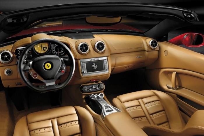 Átalakul a belső, a jelenlegi szabványos multimédiás rendszert Ferrari-specifikus egység váltja