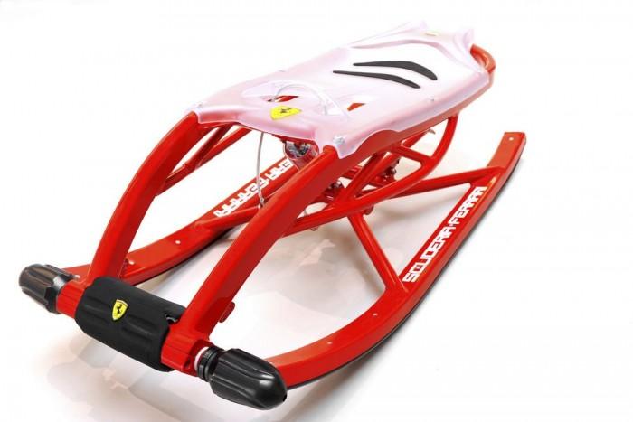 Az olasz Ferrari sem maradhat ki a szórásból. A szuper-könnyű szánkó alumínium szerkezetű és rugalmas műanyag üléseket kapott, hogy az esetleges ugratók után is kényelmesen érjünk földet. Ára 800 euró, ami átszámítva 240 ezer forintnak felel meg.