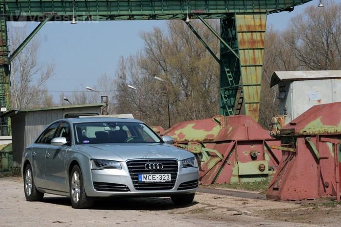 A8 Hybrid. Muszáj volt megcsinálni, meg is csinálta az Audi, ezzel elkészült minden idők legellentmondásosabb német luxusbálnája. Fronthajtás és négy henger, fura