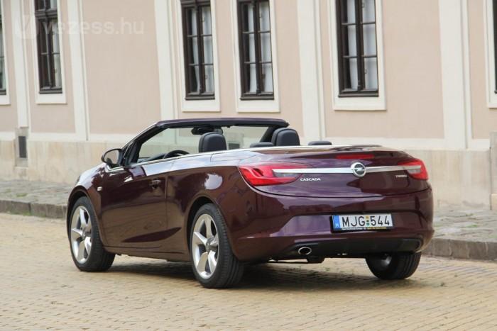 Opel Cascada: szép, de drága és nehéz ponyvás kabrió