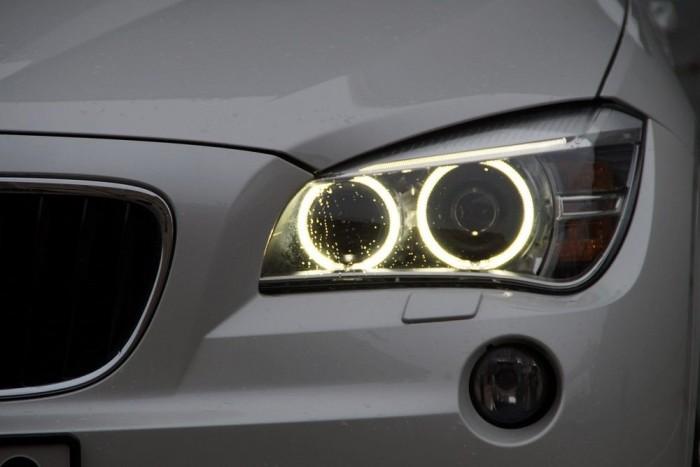 Az Angel Eye fénygyűrűk feltalálása óta senki nem tud olyan igéző autószemeket kreálni, mint a BMW