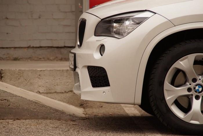 Hosszú túlnyúlás, M-es kötény: az eredetileg is csupán 18 fokos első terepszöggel nem igazán terepjárós a kocsi