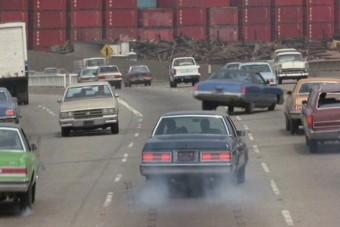 Forgalommal szemben az autópályán