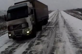 A havas út vámot szed: egymás után négy baleset