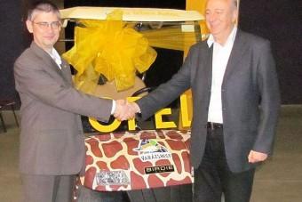 Zsiráfmintás villanyautót kapott az Állatkert