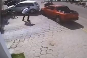 Gondolkodás nélkül ütötték el a motoros tolvajokat