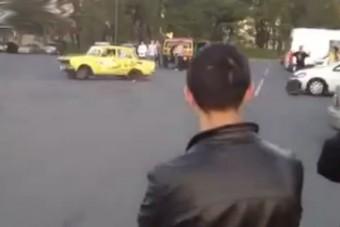 Driftelés közben szakadt ki a Moszkvics kereke