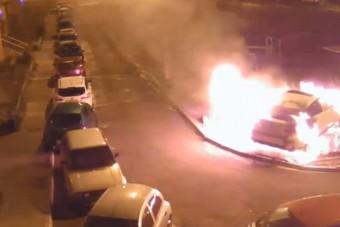 Felgyújtottak egy BMW-t a játszótéren