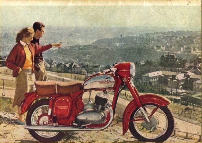 JAWA 250/350 - A cseh ipar gyöngyszemeinek számítanak a csepptankos Jawa motorkerékpárok. A típust 1954-ben kezdték el gyártani, és a hazai utakon is sűrűn előfordultak, főleg az 1962-1974 között gyártott 559-es kódjelű kivitelek, de nem feledkezhetünk el a hetvenes évek elején megjelenő Californian típusról sem.