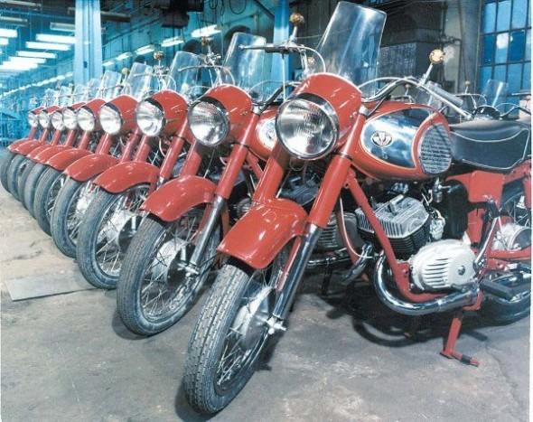 PANNÓNIA - A Csepel Motorkerékpárgyár legnépszerűbb, mára legendává érő márkája. Nehéz lenne kiemelni melyik típusnak jut a főszerep a 700.000 legyártott motorból. Talán az 1964-ig előállított TLF? Vagy a legnagyobb példányszámban gyártott 16-18 lóerős T5, esetleg a hattyúdalt jelentő, kéthengeres P10/P20 szériák?