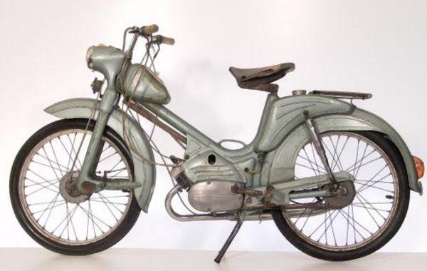 BERVA/PANNI - Az Egri Finomszerelvénygyárban 1958 és 1962 között típus volt a szocialista éra első igazi magyar segédmotorkerékpárja, a Dongók utóda. 1,5 lóerővel hasított, rövid pályafutása után a külföldi típusok a keletnémet Simsonok, a csehszlovák Jawák, a lengyel Komarok és a szovjet Rigák vették át a helyét. A műszakilag hasonló, drágább Panni törperobogó ritkábbak voltak, ezeket sebességmérővel és kormányzárral is felszerelték. 1962. elején a Panni gyártását is leállították. Kb. 15-20,000 Panni készülhetett, ebből kb. 10,000 Csepelen.