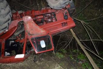 Tetőre vágott traktor Zala megyében