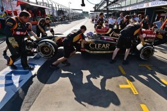 F1: Nincs elég ember a Lotusnál