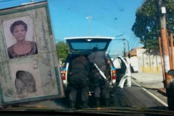 A rendőrautó mögött vonszolták a lelőtt áldozatot