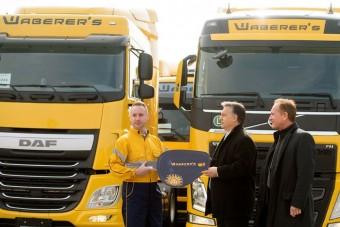 Félezer kamiont adott át Orbán Viktor
