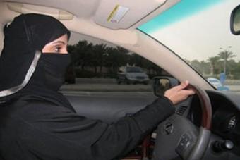 150 korbácsütés egy nőnek autóvezetésért