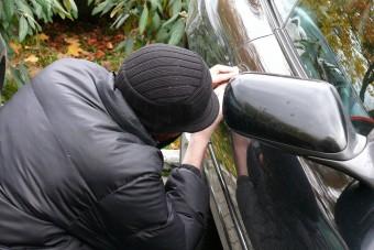 34 lopott autó került elő egy bontóból