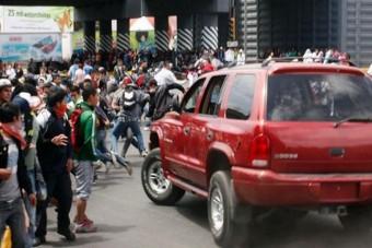 A tömegbe hajtott a felbőszült autós