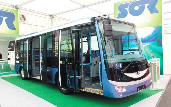 A SOR EBN 8 egy kiállításon. A cseh gyártó hamarosan mindegyik típusára kiterjeszti a megújított formatervet