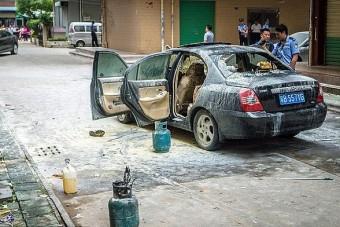 Rágyújtotta az autót terhes barátnőjére